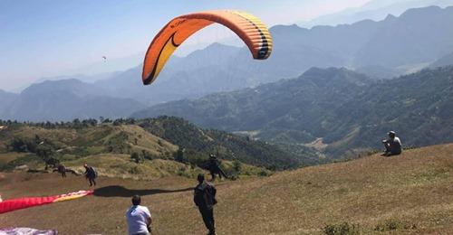 पर्वतको महाशिलामा प्याराग्लाइडिङको पहिलो परिक्षण उडान सफल