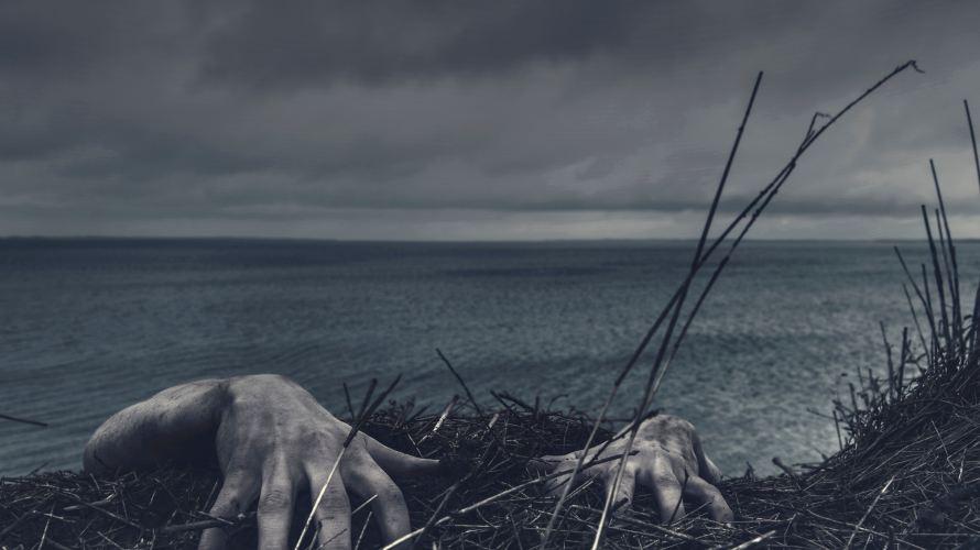 エド・ゲイン:自分を見失った男は、夜な夜な墓場を掘りかえす。