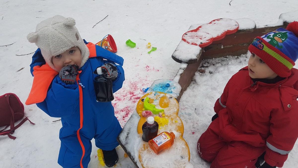 Experiențe colorate la prima zăpadă