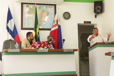 6 Gandu: Prefeitura realiza ornamentação de natal no Lago Azul, cartão postal da cidade.