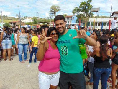DSC08714 Gandu: Prefeito Léo foi recebido com alegria durante as comemorações ao Dia da Criança