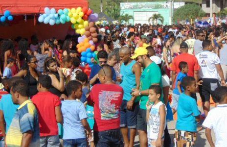 DSC08798 Gandu: Prefeito Léo foi recebido com alegria durante as comemorações ao Dia da Criança