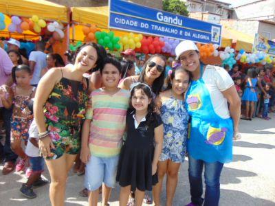 Dra_Kaka Gandu: Prefeito Léo foi recebido com alegria durante as comemorações ao Dia da Criança