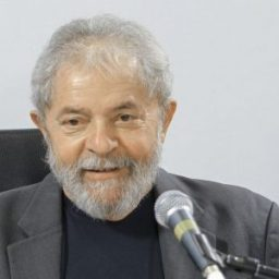 Preto no Branco: Lula entrega à Justiça comprovantes de sua renda
