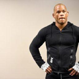 """Lutador do UFC sofre acidente de carro: """"Um milagre que estou vivo"""""""