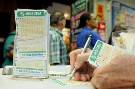Mega-Sena_Ganduzao-e1488636910101 Mega-Sena acumula e deve pagar R$ 120 milhões no sábado