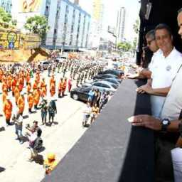 Rui almoça com policiais após arrastão da Quarta-feira de Cinzas