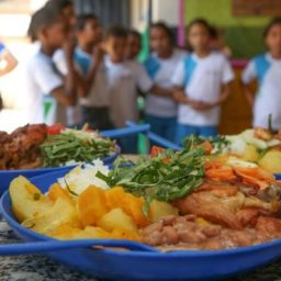 FNDE bloqueia verba da merenda escolar em Gandu