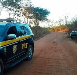 PRF apreende 80 kg de drogas dentro de carro após motorista fugir de blitz