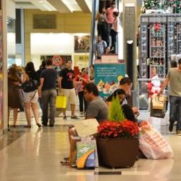58% dos brasileiros pretendem reduzir gastos em junho, mostra pesquisa SPC