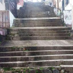 Gandu: Moradores reivindicam melhorias na escadaria da Travessa Ana Neri