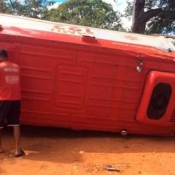 Ambulância do Samu tomba a caminho de socorro a paciente na Bahia
