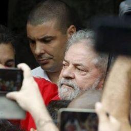 PT poderá custear os voos de Lula pelo país