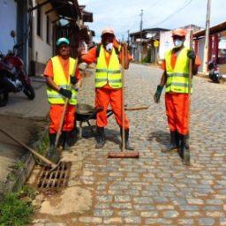 Prefeitura de Gandu realiza limpeza e manutenção em bocas-de-lobo