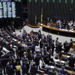 Plenário vota distritão e fundo eleitoral