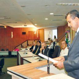 Prefeito de Barreiras é denunciado ao MPE por irregularidades na contratação de transporte escolar