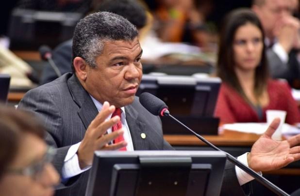 """Valmir lamenta assassinato de quilombola em Simões Filho: """"Estão exterminando nossos povos"""""""