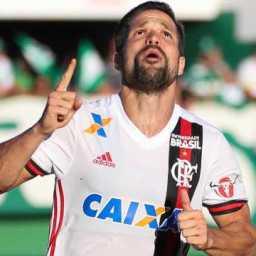 Com gol de Diego, Flamengo vence a Chape na Arena Condá
