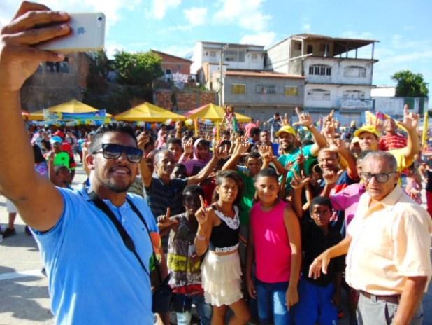 Leo-Self Gandu: Prefeito Léo foi recebido com alegria durante as comemorações ao Dia da Criança