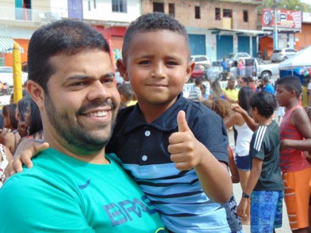 Maximo-e1507926492116 Gandu: Prefeito Léo foi recebido com alegria durante as comemorações ao Dia da Criança