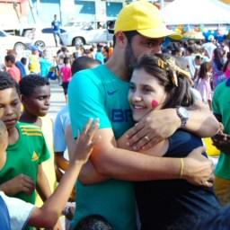 Gandu: Prefeito Léo foi recebido com alegria durante as comemorações ao Dia da Criança