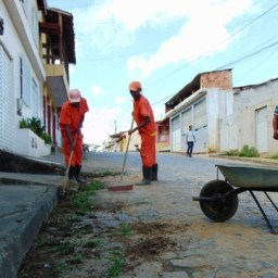 Gandu: Prefeitura realiza limpeza urbana de ruas e avenidas