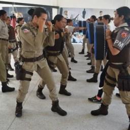 Policiais militares femininas treinam Krav Magá