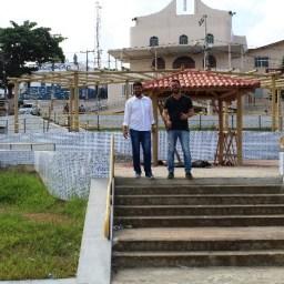 Gandu: Prefeito Leonardo Cardoso visita obras de reconstrução do jardim da Praça São José.