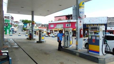 Greve dos caminhoneiros deixa 95% dos postos sem combustíveis na Bahia, diz sindicato