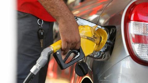 Postos de 15 estados vão vender gasolina com desconto de até 40%