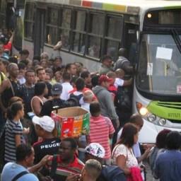 Motoristas e cobradores do Rio param amanhã por ajuste de 10%