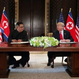 Autoridades dos EUA e Coreia do Norte discutem repatriação de restos mortais
