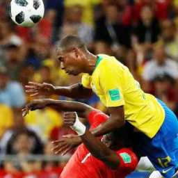 Fernandinho, como no 7 a 1, repete falhas em nova queda do Brasil