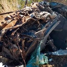 Mulher morre após carro bater em carreta-tanque na BR-242