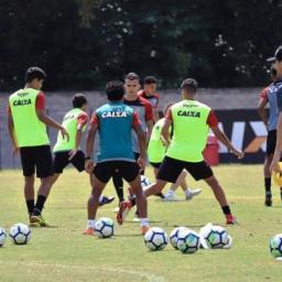 Embalados, Vitória e Ceará duelam na Arena Castelão