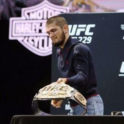 UFC: McGregor atrasa, e Nurmagomedov abandona coletiva: 'É falta de respeito'