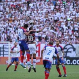 Com dois gols de Gilberto, Bahia derrota Santa Cruz fora pelo Nordestão