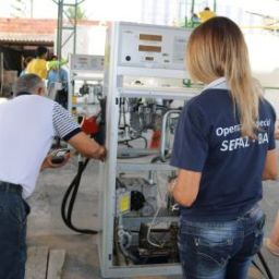 Irregularidades em bombas de combustível geram 4 autuações em Salvador