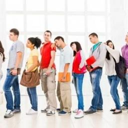 Demora excessiva em filas de banco gera dano moral, reafirma STJ