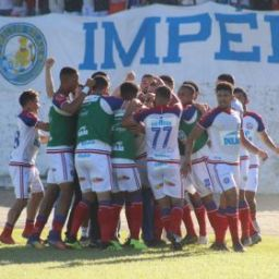 Com quatro gols de Fernandão, Bahia massacra o Jequié e avança no Baianão