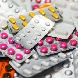 Alerta! Tomar remédio 'por conta' traz riscos à saúde e pode matar lentamente