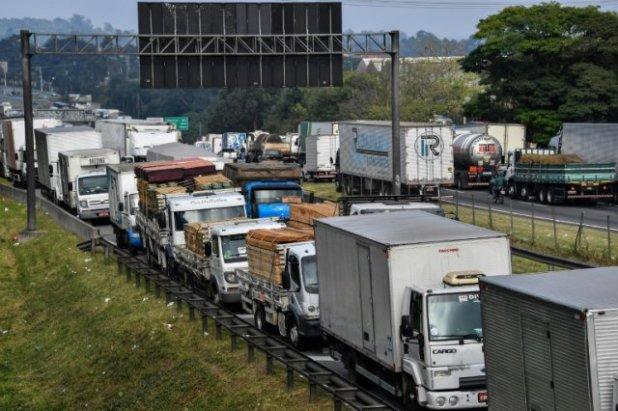 Transportadoras-e-caminhoneiros-alertam-para-risco-de-nova-paralisa%C3%A7%C3%A3o Transportadoras e caminhoneiros alertam para risco de nova paralisação