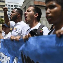 Venezuela: opositores se refugiam em embaixadas com aprofundamento da crise