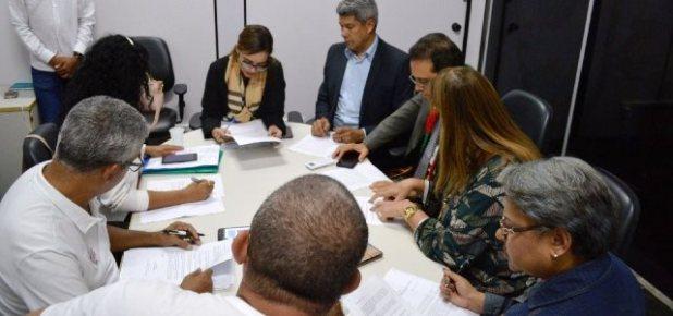 Governo-afirma-que-assinou-compromisso-com-professores-para-fim-da-greve Governo afirma que assinou compromisso com professores para fim da greve
