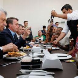 'Se tiver arma de fogo, é para usar', diz Bolsonaro a caminhoneiros