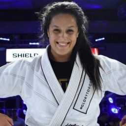 Nathiely de Jesus supera Gabi Garcia no Fight To Win 121 e conquista cinturão dos pesados