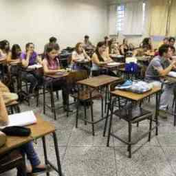 MEC muda regra do Fies e cobrará na justiça 584 mil alunos em atraso