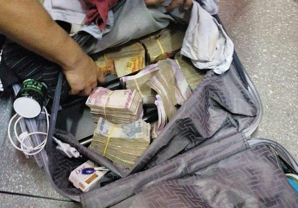 Seis-homens-s%C3%A3o-presos-em-aeroporto-com-malas-cheias-de-dinheiro Seis homens são presos em aeroporto com malas cheias de dinheiro