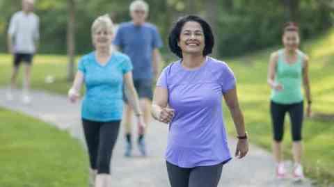 Caminhada melhora a resistência física, o sono e protege seu coração