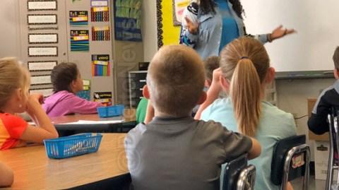 Tribunal condena escola por professora que questionava educação de aluno